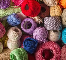 Colorful balls of wool by Ricard Vaqué