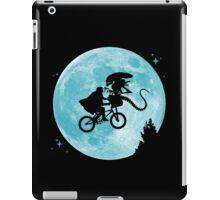 E.T. vs Aliens iPad Case/Skin
