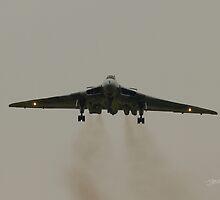 Vulcan landing at RAF Waddington by Jonathan Cox