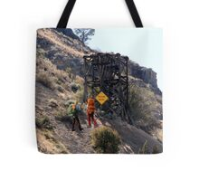 FYI.......no, it doesn't!! Tote Bag