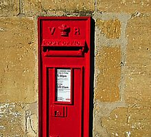 Victorian postbox by buttonpresser