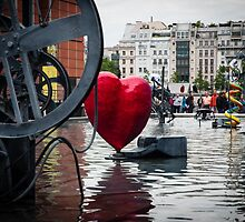 Heart in Paris by emilyvg