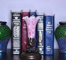 Torah and Dale Tiffany Hummingbird Lily Accent Lamp by Matsumoto