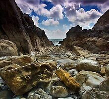 Stoney Cove Below Lydstep Head,Pembrokeshire by rennaisance