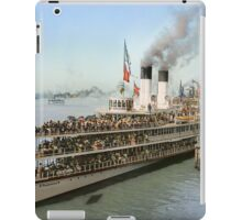 Sidewheeler Tashmoo leaving wharf in Detroit, ca 1901 Colorized iPad Case/Skin