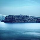 Santorini Coast by vivendulies