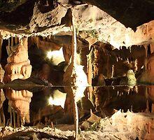 Fractal Cave by stingingeyes