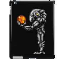 Chozo Holding Samus T-shirt - Standing Version iPad Case/Skin