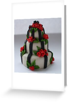 black 'n' red wedding cake by Babz Runcie