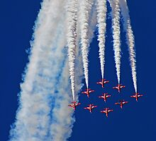 Diamond Arrival Loop - The Red Arrows Farnborough 2014 by Colin  Williams Photography