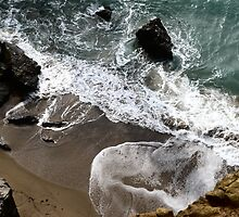 Shorebreak at Stackpole Head. by rennaisance