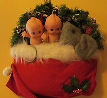 2 Kewpies snuggling with Mouse in Santa Hat by TippyToes