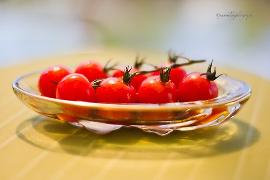 Tomatoes, Olive Oil and Balsamic Vinegar by Yannik Hay