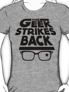 the geek strikes back T-Shirt