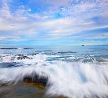 Beach at Kingscliff, QLD by artistrobd