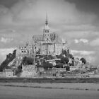 Le Mont Saint-Michel (Black and White) by adamgamm