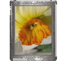 Small-Cupped Daffodil named Barrett Browning iPad Case/Skin