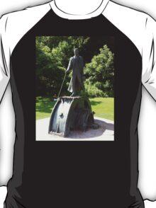 Nikola Tesla Statue T-Shirt