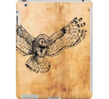Flying owl digital illustration on old paper texture iPad Case/Skin