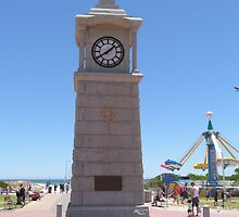 Cenotaph built to commerate W.W.1. at Semaphore, S.Aust. by Rita Blom