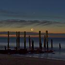 Moon set at Port Willunga by pablosvista2
