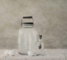 Monochromatic still life by Priska Wettstein