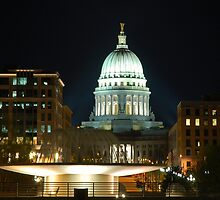 Madison State Capitol by Night by Andy Mueller