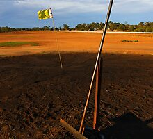 Lightning Ridge Golf Course by Darren Stones