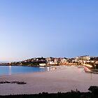 Coogee Beach by Jennifer  Jamie