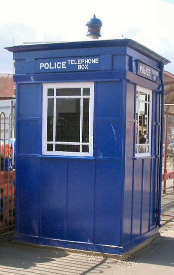 Tardis Police Box (photo) by Woodie
