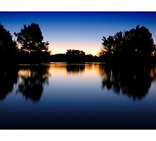 Lake Burley Griffin Sunset by ozczecho