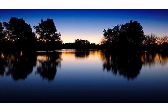 Lake Burley Griffin Sunset by ozczecho