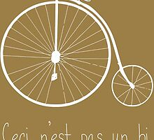 Dyke in white bike by pruine