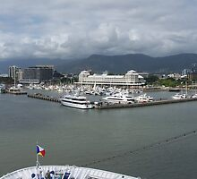 Cairns Harbour  by glennmp