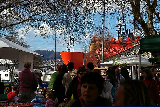 The Aurora Australis at the Salamanca Market in Hobart by Paul Gilbert