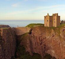 Dunnotter Castle  by Grant Glendinning