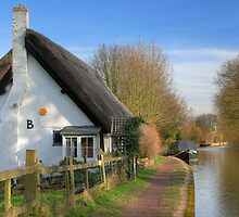 Thatched Cottage by the Grand Union Canal by Roantrum