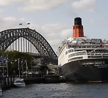 QE II - Leaving Sydney Harbour II by norgan