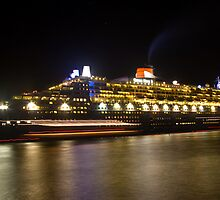 Queen Mary 2 In Sydney by MiImages