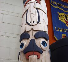 Beaver & Raven Totem Pole by jkarlin