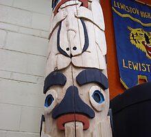 Beaver & Raven Totem Pole by jkarlin