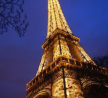 Eifel Tower at dusk by Alihogg