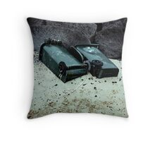 """Bins (from the """"We win"""" series) Throw Pillow"""