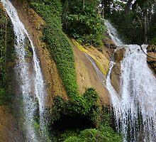 Mountain waterfalls (Cuba) by jdmphotography
