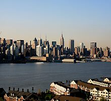 Manhattan on the Hudson ! by pmarella
