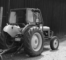 B & W Tractor by SEA123