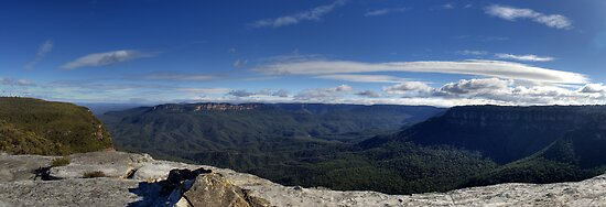 Jamison Valley The Blue Mountains from Kings Table by DavidIori