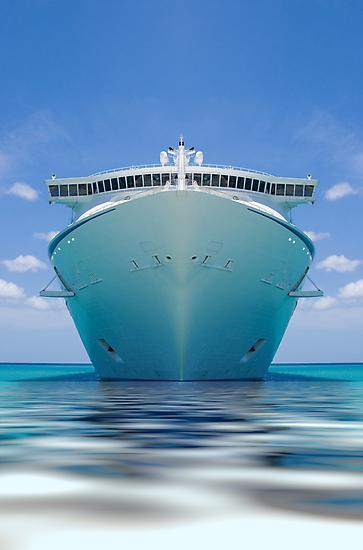 Cruise ship IV by Alejandro Durán Fuentes