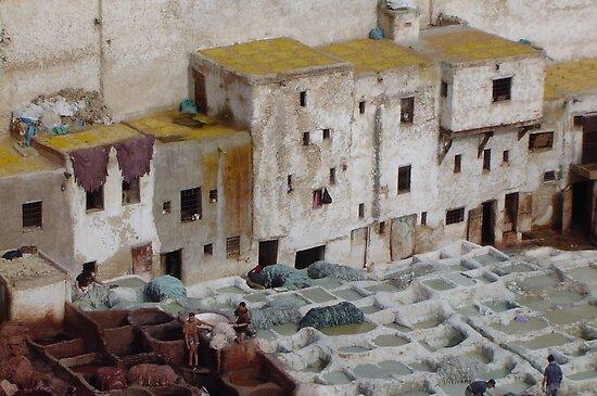 Tannerie à Fez by yvesrossetti