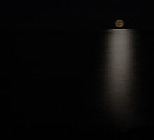 Lake Superior Moonrise by discerninglight